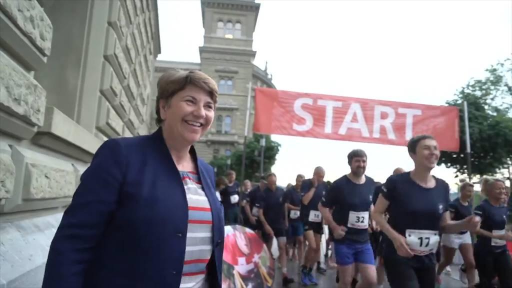 Parlamentarier rennen rund ums Bundeshaus