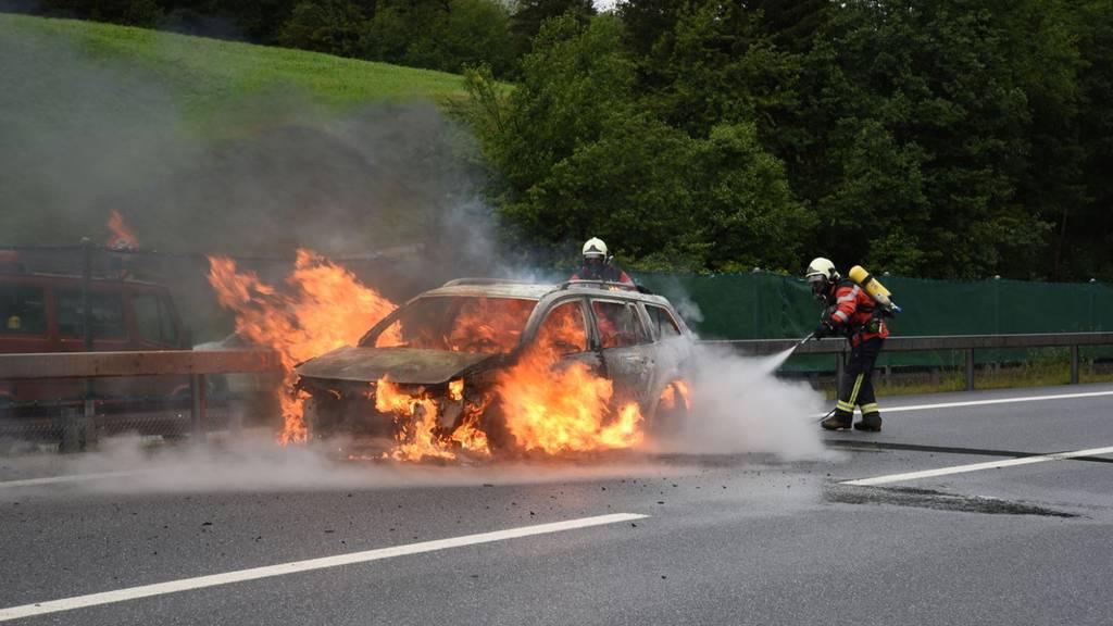 Zwei Stunden Stau wegen Fahrzeugbrand