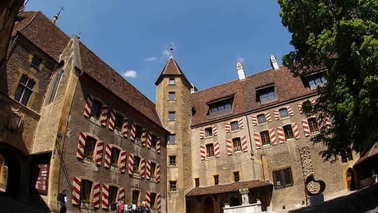 Die fünf bisherigen Regierungsräte dürfen ihre Büros im Schloss Neuenburg behalten. Es wird kein zweiter Wahlgang geben. (Archivbild)
