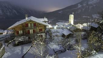 Das Walliser Bergdorf Albinen: Wer hierhin ziehen möchte, erhält viel Geld.