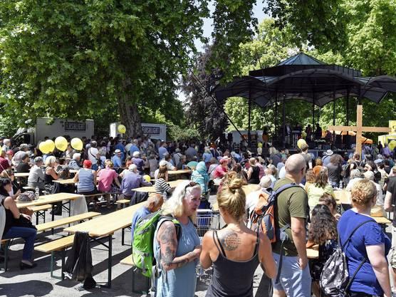 Die Gedenkfeier für Pfarrer Ernst Sieber auf dem Platzspitz zog 2000 Menschen an.