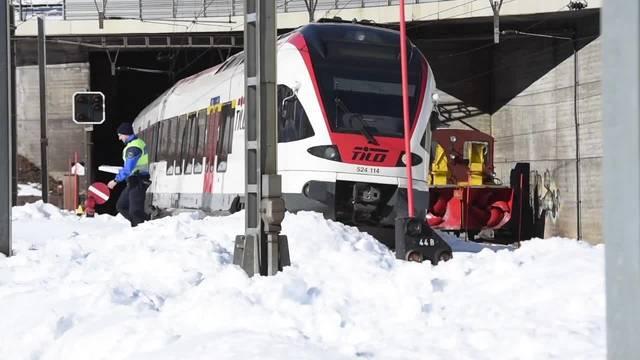 Zug erfasst vor Gotthard-Südportal in Airolo TI zwei Bahnarbeiter