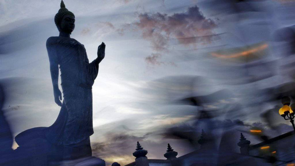 Blick auf eine Buddha-Statue in Thailand. Die verurteilten Männer hatten in Kambodscha Buddha-Reliquien geraubt (Symbolbild)