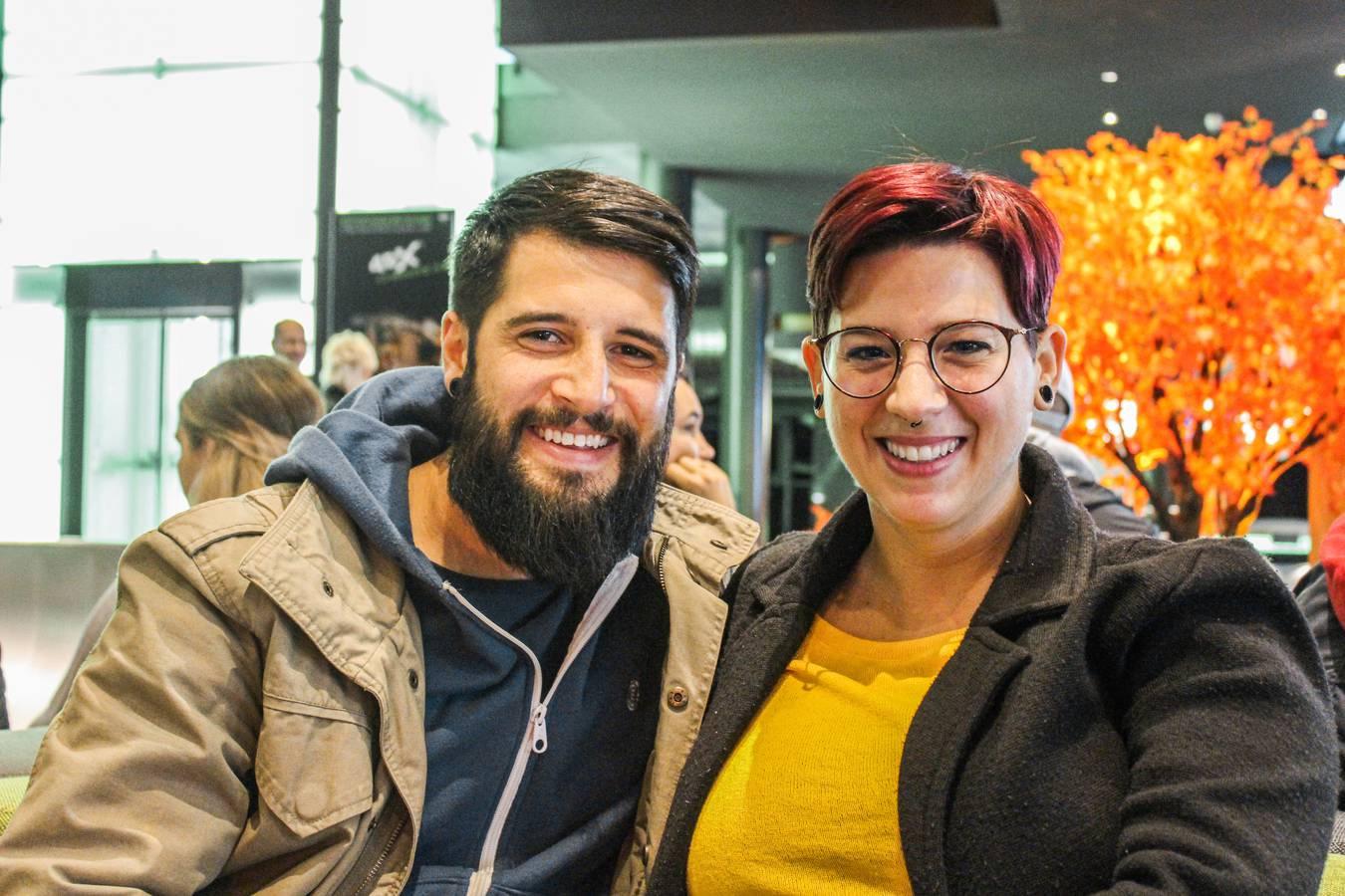 Marco, 31 und Alissa, 32: «Es ist so speziell am Morgen ins Kino zu gehen, der Parkplatz ist leer und es sind nur wir hier.» (© FM1Today)