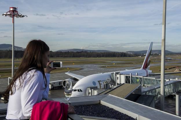 Der A380 war bislang nur von Singapore Airlines in Zürich zu sehen, nun fliegt auch Emirates Zürich mit dem Riesen-Flieger an