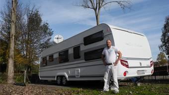 Pascal Gottier, einer der Jenischen, die bei der Badi Geren in Birmensdorf überwintern, ist bald wieder mit seinem Wohnwagen unterwegs.