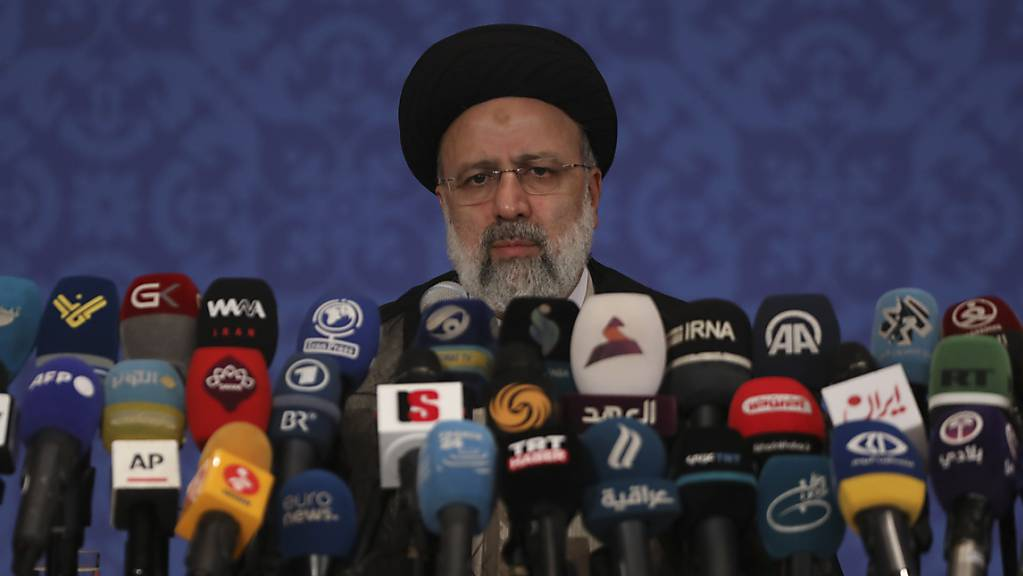 Ebrahim Raeissi, neugewählter Präsident des Iran, spricht während einer Pressekonferenz.