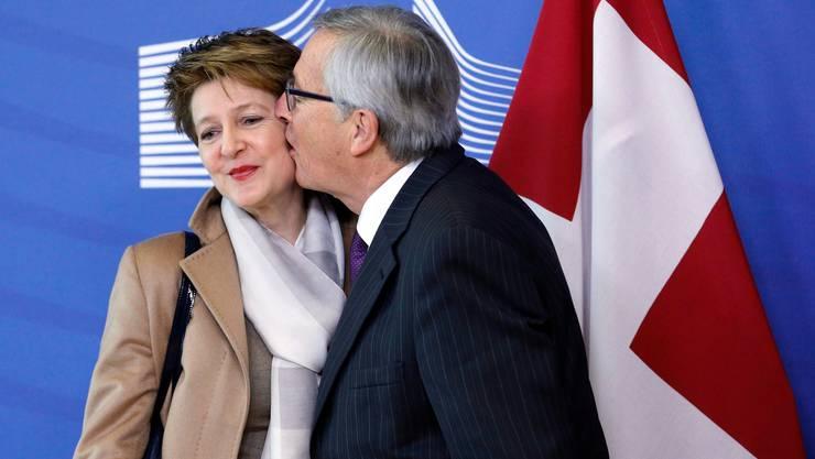 Das bekannte Bild: Sommaruga wird 2015 von EU-Kommissionspräsident Juncker begrüsst.
