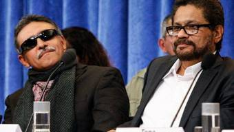 Repräsentanten der FARC in Oslo vor den Medien