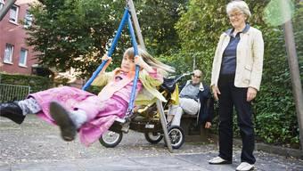 Die heutigen Grosseltern verbringen sehr viel mehr gemeinsame Zeit mit ihren Enkeln als früher und ihr Kontakt ist persönlicher.