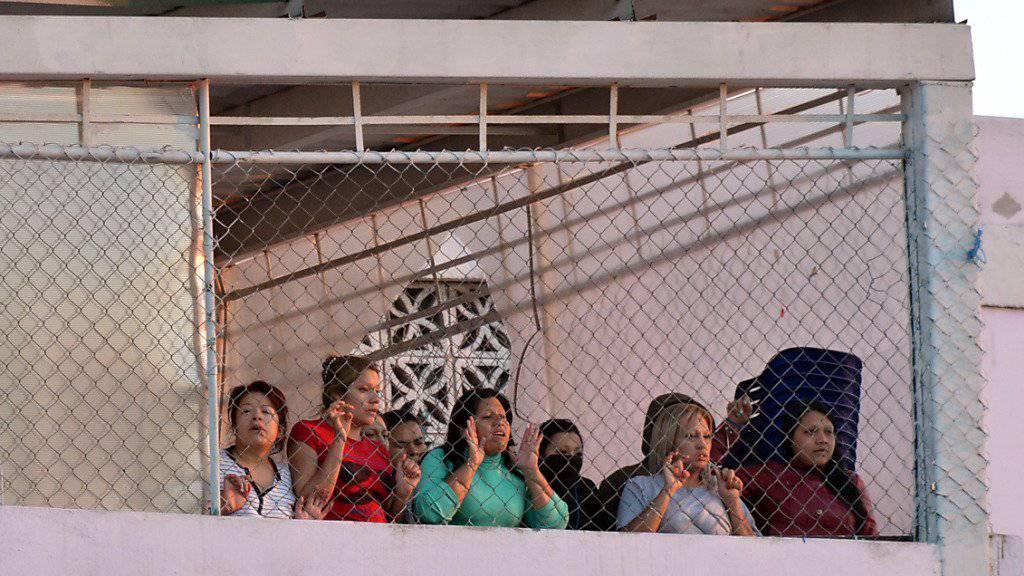 """Häftlinge im Topo-Chio-Gefängnis in Mexiko während der Revolte: Die Behörden entdeckten nach dem Aufstand """"Luxus""""-Zellen in der Haftanstalt."""