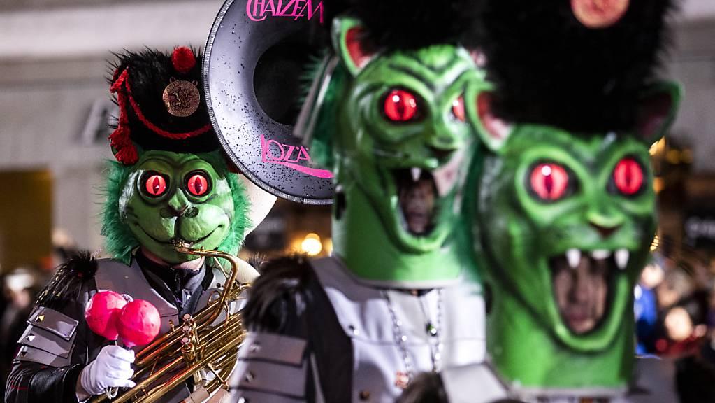 Der grosse Abschluss soll bleiben: Die Organisatoren wollen den Monstercorso an der Luzerner Fasnacht trotz Corona durchführen. (Archivbild)