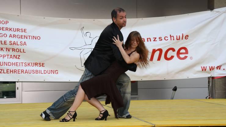 Charly Müller beim «Dirty Dancing» mit seiner Tanzpartnerin.  ewa