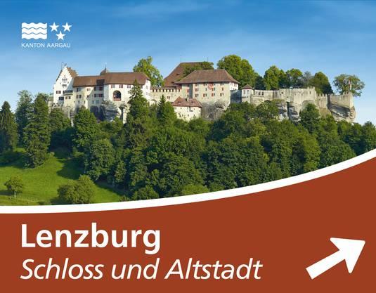 Tourismustafel auf einer Autobahn: Lenzburg.