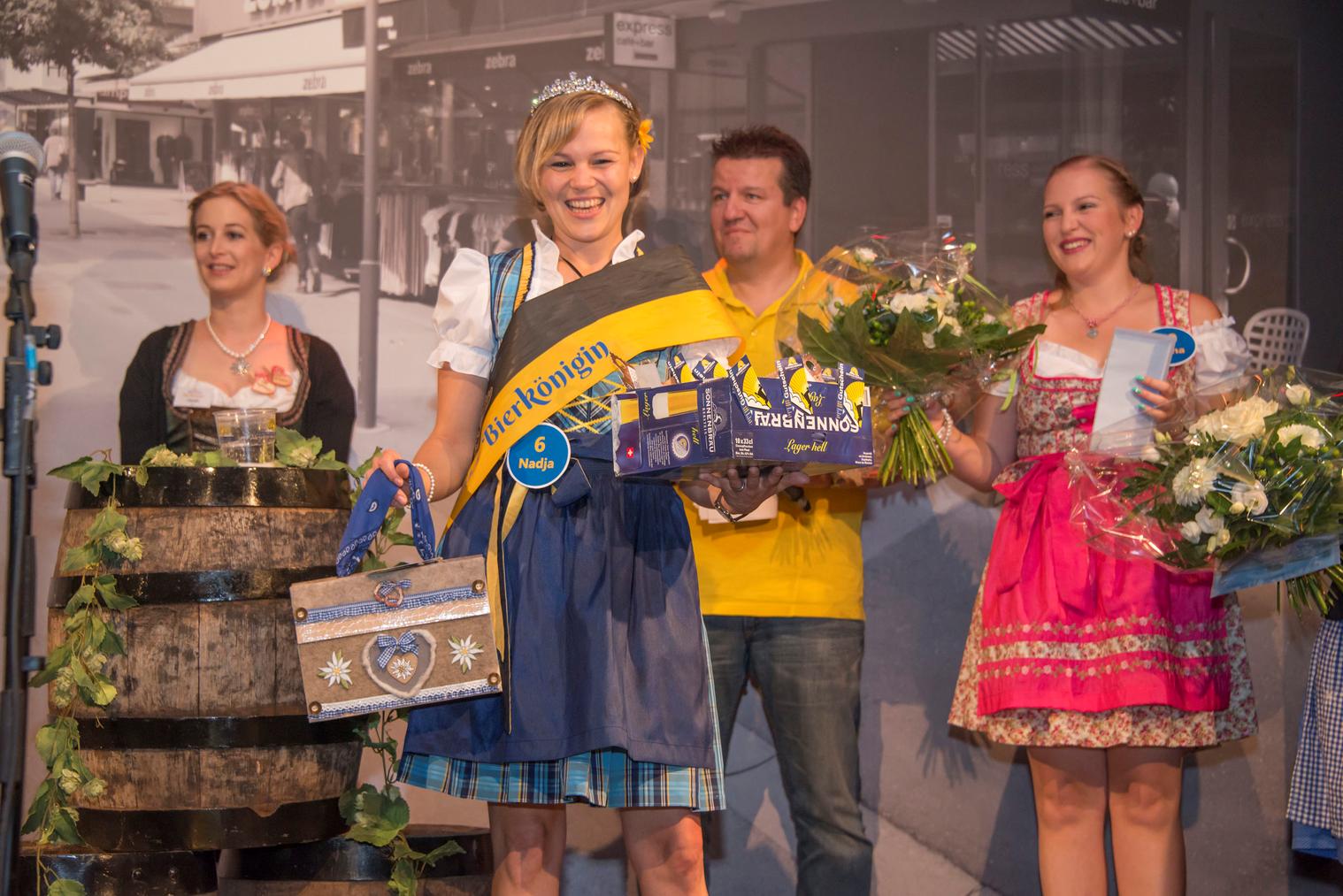 An der Wiga setzte sich Nadja Graber gegen ihre Konkurrentinnen durch und wurde zur ersten Rheintaler Bierkönigin gekürt