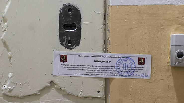 Die versiegelte Tür des Büros von Amnesty International in Moskau.