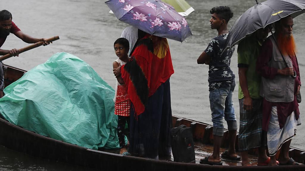 Tausende mussten in Indien und Bangladesh wegen des Zyklons «Bulbul» ihre Häuser verlassen.