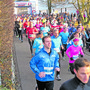 Der Spass ist wichtiger als die Zeit: Beim Chlauslauf Rohrdorf mischen sich auch Samichläuse unter die Läufer.