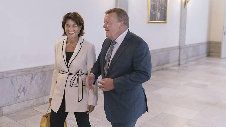 Bundespräsidentin Doris Leuthard wird vom dänischen Ministerpräsidenten Lars Lökke Rasmussen in seinem Amtssitz in Schloss Christiansborg in Kopenhagen empfangen.