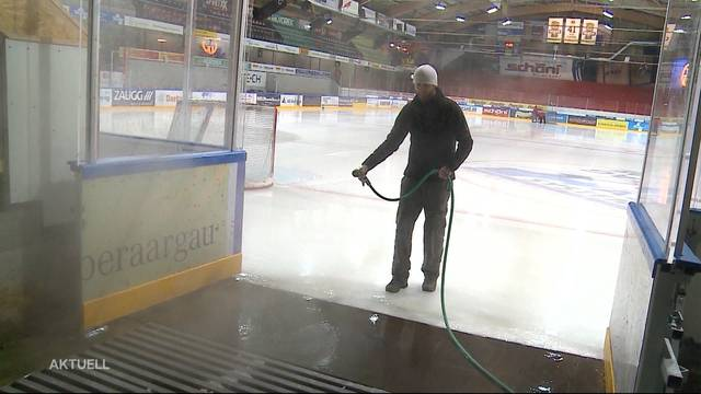 Langenthaler Eismeister präpariert Untergrund der Kunsteisbahn