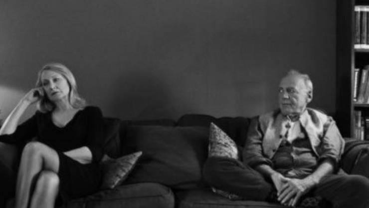 """Bruno Ganz (r. neben Patricia Clarkson) spielt in Sally Potters """"The Party"""", der im Hauptwettbewerb der heute beginnenden Berlinale läuft. (Handout)"""