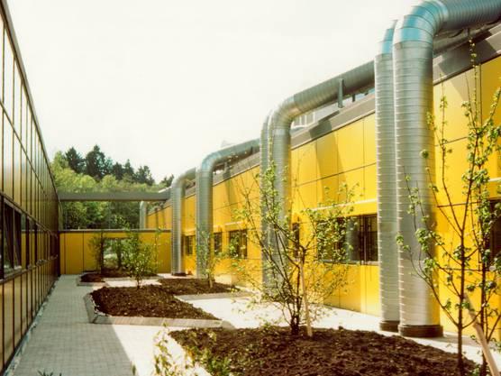 1977 entwarf Stefan Sieboth den Bau der BBC Lenzburg.