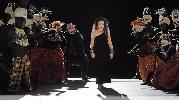 Médée, ergreifend verkörpert von Stéphanie d'Oustrac, steht im Zentrum der mit viel Kostümspektakel inszenierten Aufführung.T+T Fotografie