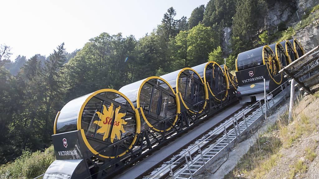 In der Führung der Stoosbahn, der steilsten Standseilbahn der Welt, gibt es im Herbst einen Wechsel. (Archivaufnahme)