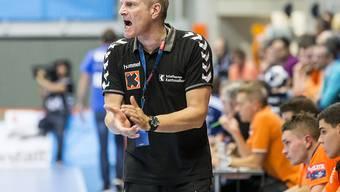 Schaffhausens Trainer Lars Walther feuert sein Team an