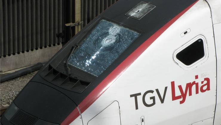 Die heruntergerissene Fahrleitung sorgte für erhebliche Schäden am TGV. CVA
