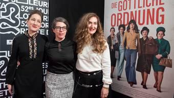 Frauenpower: «Die göttliche Ordnung»-Hauptdarstellerin Marie Leuenberger (links), Regisseurin und Autorin Petra Volpe und Nebendarstellerin Rachel Braunschweig buhlen um den Quartz. Keystone