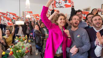 Die entfesselte Helvetia: Flavia Kleiner (Mitte) und ihre Mitstreiter von derOperation libero feiern in Bern ihren Triumph. LUKAS LEHMANN/Keystone