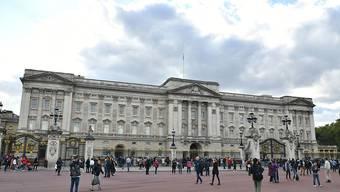 Der Buckingham-Palast muss umfassend renoviert werden. Allein das Leerräumen der 200 Zimmer wird ein halbes Jahr dauern.