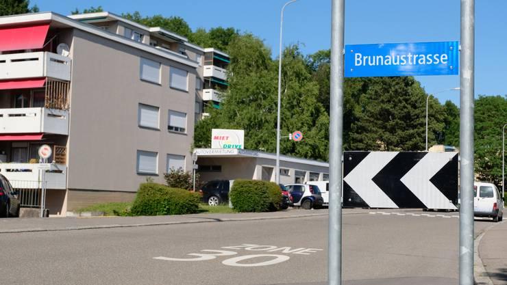 Wer von Dietikon nach Geroldswil will, muss die Brunaustrasse nehmen. So sieht es das temporäre Verkehrskonzept vor.