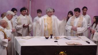 Feierlich: Der frisch geweihte Urdorfer Priester Max Kroiss bei seiner Primizfeier in der Bruder-Klaus-Kirche. (Bild: Flavio Fuoli)