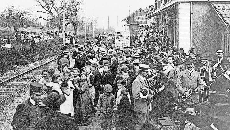 Ein Grund zum Feiern: Am 1. Mai 1912 fuhr nach langem Streit wieder ein Mittagszug (12.40-Uhr-Zug) in Niederlenz ein.