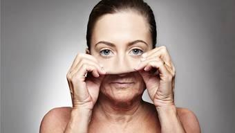 «Hilfe, ich bekomme Runzeln!» Älterwerden kann bei Frauen Krisen verursachen – mit der Hormonumstellung hat das aber nichts zu tun.Getty Images