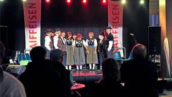 Eine Frage des Musikstils? Auch der Jodlerklub Aarau wurde auf der Eventbühne in der Markthalle deftig verstärkt. Ueli Wild