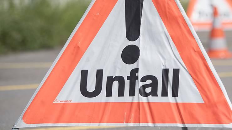 Bei einem Unfall in Unterlunkhofen wurde ein Kind von einem Auto erfasst. (Symbolbild)