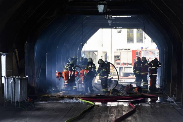 Die Rettungskräfte wurden dabei von Feuerwehren aus der Region unterstützt.