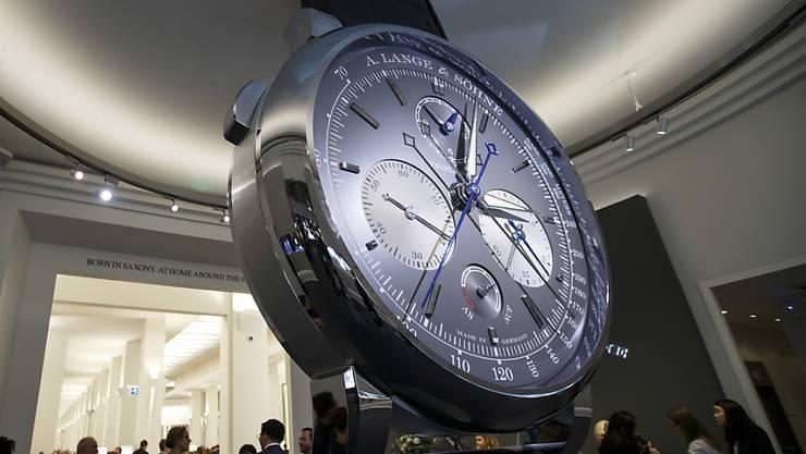 Der Genfer Uhrsenalon, der im April hätte stattfinden sollen, wurde wegen des Coronvirus abgesagt. Im Bild: Messestand von A. Lange & Soehne am Uhrensalon im Jahr 2018. (Archivbild)