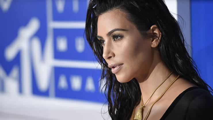 Nach ihrem traumatischen Raubüberfall in Paris wurde Kim Kardashian in den sozialen Medien zum Teil durch den Dreck gezogen. Ihre Anwälte haben nun ein Portal, das verleumderische Posts weiterverbreitet hat, verklagt. (Archivbild)