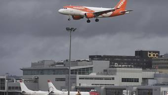 «Wir sind rechtzeitig am Flughafen London Gatwick, um nach einem Familienbesuch wieder nach Hause zu fliegen.» (Themenbild)
