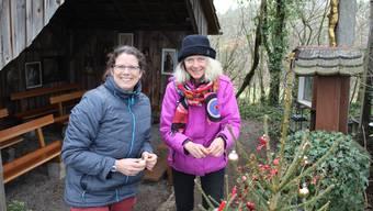 Andrea Lütolf (l.) und Manuela Langenberger bei der «Eichchrüz»-Kapelle.