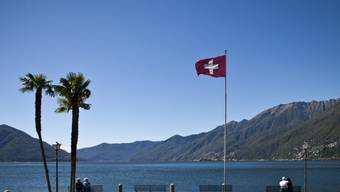 """""""Zuerst die Unsrigen"""": Der Ständerat gibt seinen Segen zur Verankerung eines Inländer-Vorrangs in der Tessiner Kantonsverfassung. Im Bild die Seepromenade von Ascona. (Archiv)"""