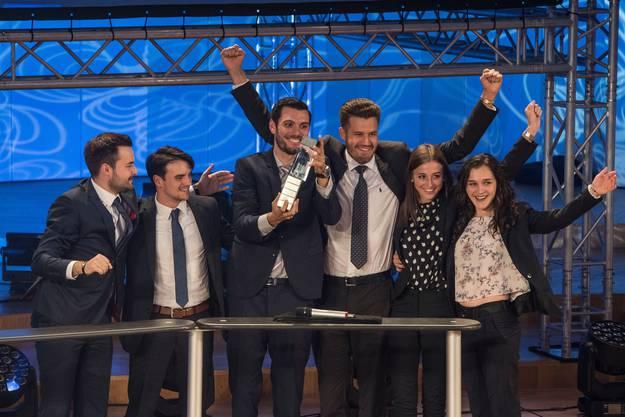 Sieger in der Kategorie Managementkonzeption ist das Team Fehr Braunwalder AG mit Christoph Wyss, Valentin Paurevic, Carlo Calzavara, Saskia Bhend, Dennis Huber und Letizia Cicia. Bild: Lisa Jenny