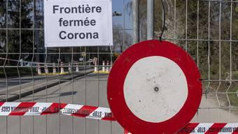 Der gesperrte Grenzuebergang zu Frankreich an der Hegenheimerstrasse in Allschwil, am Samstag, 28. Maerz 2020. (KEYSTONE/Georgios Kefalas)