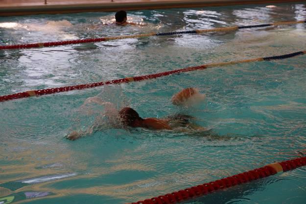 Im Hallenbad Uitikon fanden sich rund 90 Schwimmer ein, um gegeneinander anzutreten