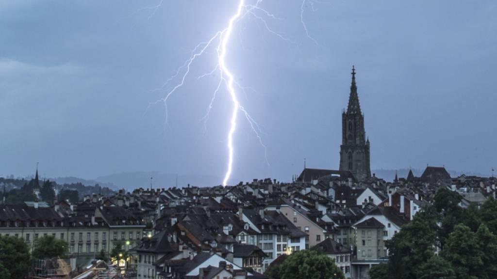 Blitz über der Altstadt von Bern (Aufnahme vom Mai 2017).