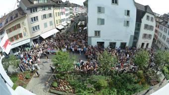 Ende August demonstrierten rund 500 Gymnasiasten vor dem Regierungsgebäude in Liestal, nun wirken auch die Rektoren auf die Bildungsdirektorin ein. (Archiv)